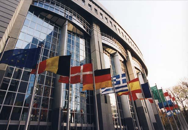 Lavorare nella Commissione Europea: disponibili 1400 tirocini retribuiti!