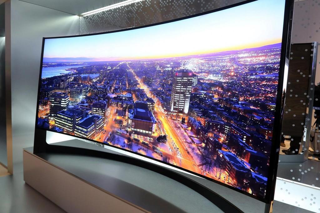 Samsung UHD, la TV curva e piatta.